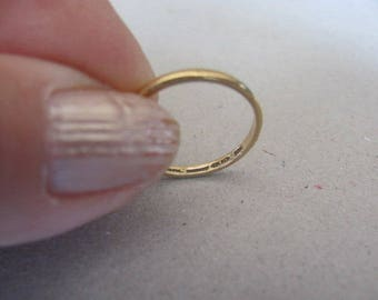 """Vintage Ring, 18 Karat Gold Ring, Hallmarked """" <FH and gt;"""", Size Five and 3/4, Weight 1.2 Grams, Collectible Jewelry"""