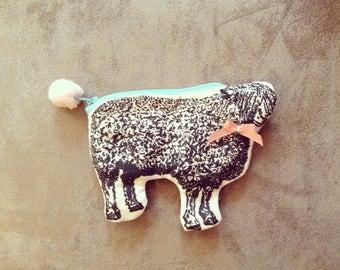 Mouton sheep pouch