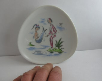 ROSENTHAL Germany: Magical, small porcelain dish / decorative small plate. Design Raymond PEYNET. Approx 11.5 cm. 50s porcelain. VINTAGE