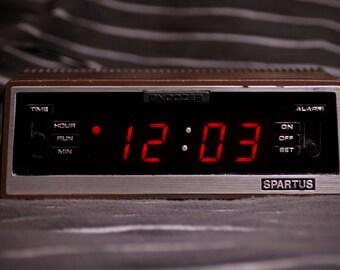 Retro Clock Radio  //  Spartus  //  Model 1120 C1