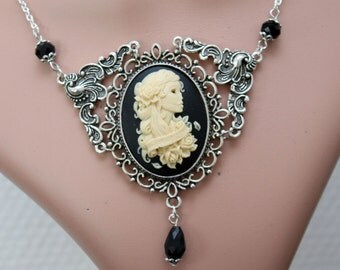 Gothic necklace - cameo