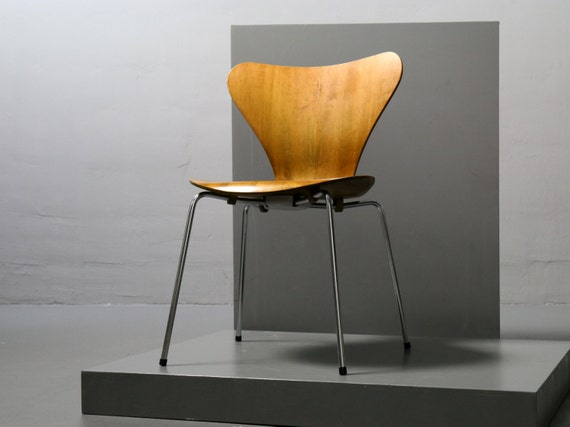 Arne jacobsen stuhl 3107 by fritz hansen von chair serie 7 for Arne jacobsen stuhl replik