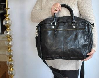 Vintage MEN'S MESSENGER LEATHER bag ............(548)