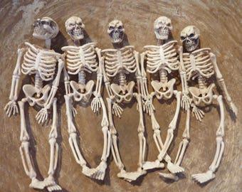 5 Miniature Plastic Skeleton Toys Skeletons Halloween Decor Diorama Fairy Garden Terrarium Figure Figurine Skull Bone Bones Lot (#507)