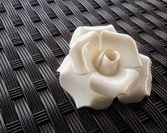 70s White Camelia Flower Brooch - Retro Jewelry