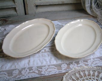 Set of 2 Antique creamware ironstone oval platters.  Scalloped edge creamware platter. Jeanne d'Arc living. Nordic style. Rustic farmhouse