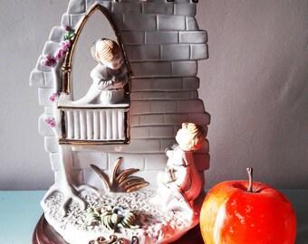 Beautifully Kitsch Statue of Romeo and Juliette