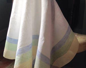 Vintage 1950s Linen Tablecloth, Vintage Table Linens, VTC256