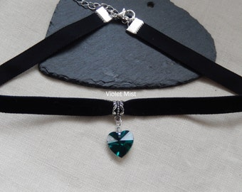 Gothic Black Velvet Choker/Necklace with Foil Backed Emerald Green Crystal Heart Retro Fashion UK Seller
