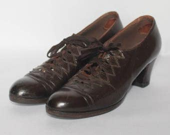 1930's Chocolate Brown Leather Lace Ups - UK 4.5