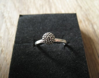 Sterling Silver Dotted Ball Ring sIZE 8 (59)