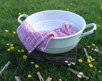 German Enamelware Laundry Bowl with handles, vintage enamel wash basin, white tub, rustic décor, farmhouse, shabby, cottage chic