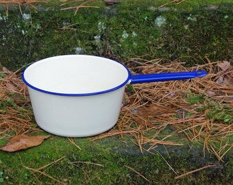 "Cream/Pale Yellow and Blue Enamelware Pan ~ 9.25"" Diameter x 4.75"" High ~ Sauce Pan ~ Holds 4 Qts. ~ Vintage Kitchen ~ Graniteware"
