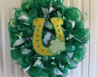St. Patrick's Day Wreath Lucky Horseshoe Deco Mesh Wreath.  Green Glitter Ribbon St. Patrick's Day Decor.  St. Patrick's Day wreath.