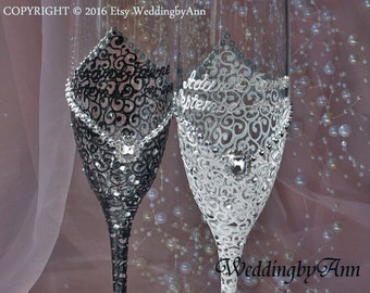 Elegant white and Black Glasses, Wedding Flutes, Wedding Champagne Flutes, Bride And Groom, Classic Wedding, Bridal Shower