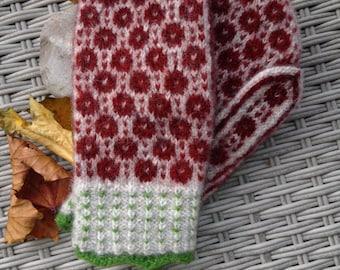 Handknitted woolmittens