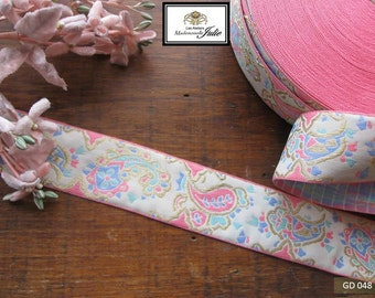 Gallon embroidered Paisley patterns