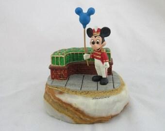 Disney Ron Lee Mickey Mouse Holding Balloon LE Figurine 1995, #139/750