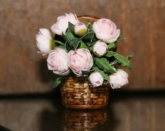 "Dollhouse miniatures ""Pic nic basket with peonies "" - Artisan handmade miniatures by CosediunaltroMondo"