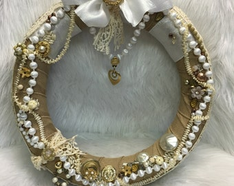 SPLENDID...a vintage JEWELRY WREATH with glamour!