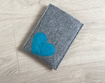 Felt Kindle cover. Handmade Kindle Paperwhite case. Kindle Voyage etui with blue heart. Wool ereader case. Gray Amazon Kindle Cover. blue