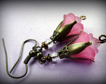 Vintage look flower earrings in pink