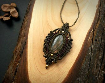 Labradorite macrame pendant. Bohemian jewelry design. Boho chic. Labradorite necklace. Gemstone jewelry. Handmade jewelry. Unique design.