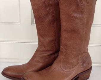 Frye pull on cowboy boot - size 8.5