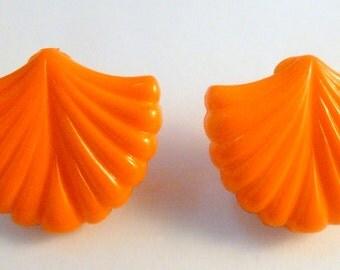 Vintage Large Vibrant Orange Scallop Sea Shell Clip On Earrings