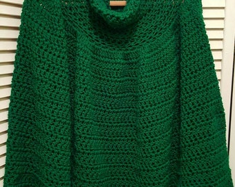 Women's poncho in emerald green. .  Perfect for St. Patrick's day.  Irish poncho. Spring poncho in green. Christmas poncho