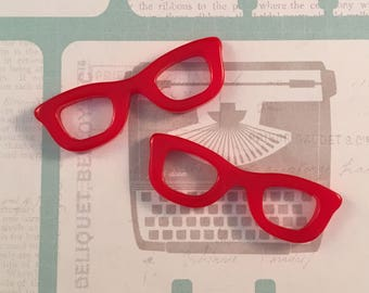 2 Red Glasses Cabochons - Resin - Pendants - Charms - 2 Pieces