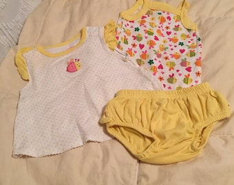 Vintage Carters Baby Girls Yellow Bee Set consists of Onsie, Happy Bee Top and Ruffle Butt Bloomers Pants  3 Months