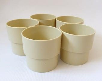 5 cream 70s/80s Per Alimenti cups/mugs Style Futura Made in Italy. Retro Stackable plastic/melamine. Camping/VW/picnic. Five/set tea/coffee