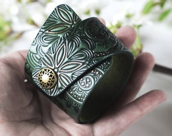 Emerald Green Leather Cuff Bracelet for Women Ladies Girls, with Snap Closure, Hand Painted Tooled Leather, Women's Bracelet, Floral Pattern