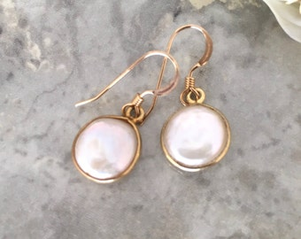 14 kgf Bezeled mother pearl earring