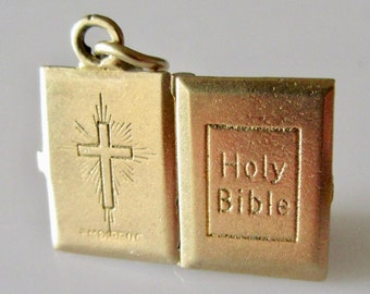 9ct Gold Bible with The Lords Prayer Charm Opens