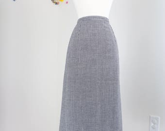 "1950s Skirt - Midi Pencil Skirt - Houndstooth - Classic Mad Men Style - 100% Wool Handmade Vintage - Size Small 27"" Waist"