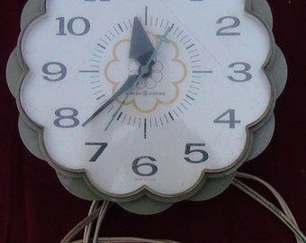 Classic 50s General  Electric Kitchen Wall  Clock (It works fine!)