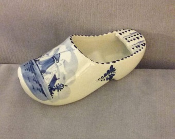 From Holland: 1950's  Hand Painted Delft Blue Collectible Ceramic Shoe For Display Or Ash Tray, Excellent Condition