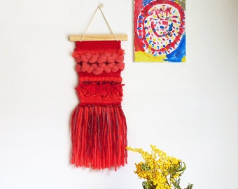 Red woven wall hanging, wall hanging woven by hand, monochrome modern weaving, decorative, decoration, textile art, made in France, nayquach