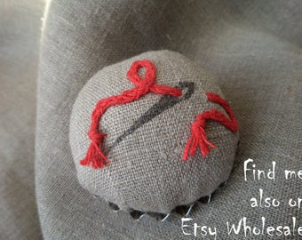 Pincushion, pin cushion, natural linen, tart tin pin cushion, needle holder, pins, sewing gift, red