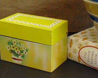 Vintage Yellow Recipe Box, Floral Metal Ohio Art, Yellow Daisy, Recipe Keeper, Tin Storage Container, Country Style Charm, Farmhouse Decor