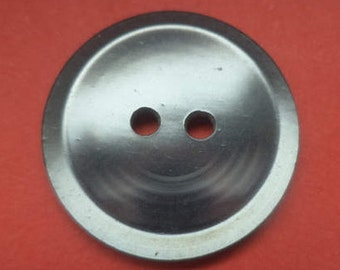 7 grey buttons 23mm (1401)