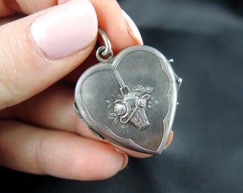 Heart pendant open cash - nineteenth century / / / Heart locket in silver - 19th century