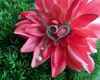 Heart necklace, Love pendant, delicate necklace, Bridesmaids gift, Wedding gift, Affection jewelry, pearl for wedding, gift for her