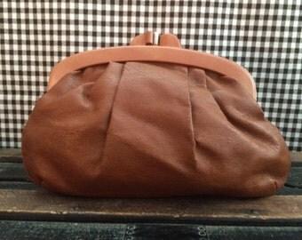 SUMMER SALE!! Vintage Faux Leather Tan Clutch Purse