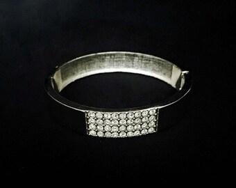 Sliver and Rhinestone Clasp Bracelet     GJ2506