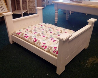 Small/medium/large dog/cat/pet four poster bed and bedding
