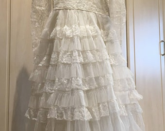 Vintage 50s 60s white lace wedding dress tiered tulle sheer sleeve floral collar Small 8-10