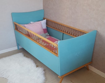 Child bed mixed turquoise, restyled vintage